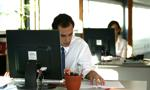 Polacy e-zakupy najchętniej robią w czasie pracy