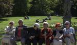 Polacy coraz bardziej cenią przyjaciół i czas wolny