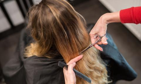 Rzecznik MŚP: Po interwencji sanepid odstąpił od nałożenia kary na salon fryzjerski
