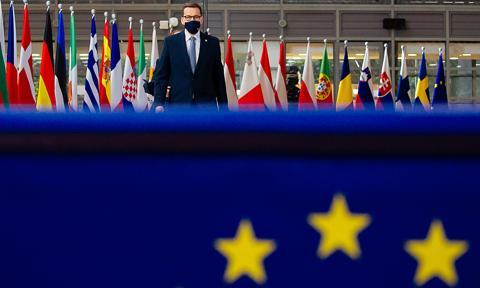 PE chce wezwać premiera Morawieckiego do wycofania z TK wniosku dotyczącego prymatu prawa europejskiego