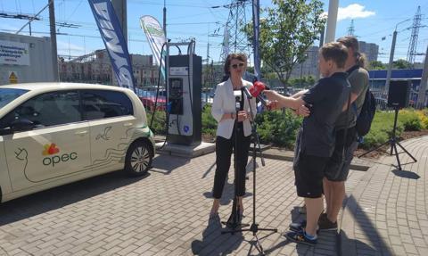 Pionierskie testy mobilnej stacji ładowania pojazdów elektrycznych w Gdyni