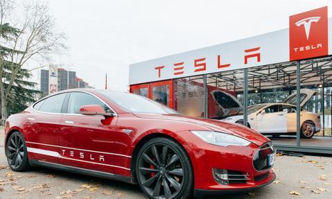 Tesla chwali się zyskiem wyższym od oczekiwań. Akcje w górę
