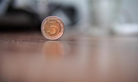 Przy wycenionym cyklu podwyżek stóp ekonomiści mBanku zalecają zakup 5-letnich obligacji