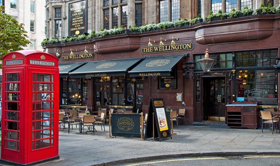 Puby w Anglii mogą się otworzyć w sobotę