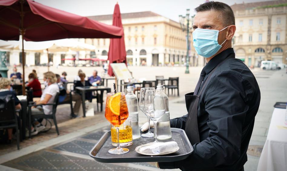 Włochy znoszą obowiązek noszenia maseczek na zewnątrz
