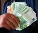 Polacy zarabiają na unijnych absurdach