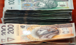 Tusk vs polscy sportowcy za granicą. Ile zarabiają?