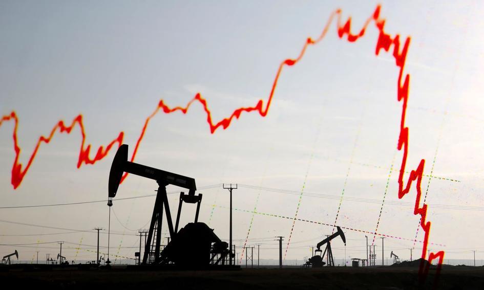 Ceny ropy w USA spadają. Odradzanie się koronawirusa może skutkować lockdownami