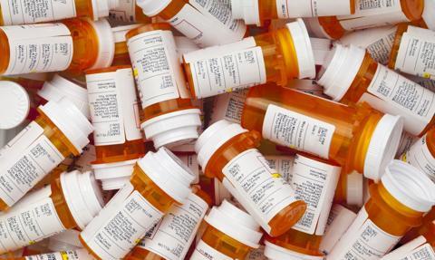 Nowojorski lekarz przepisał nielegalnie blisko dwa miliony recept na silnie uzależniające leki