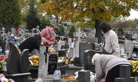 Prezydent Warszawy o decyzji o zamknięciu cmentarzy: kpina
