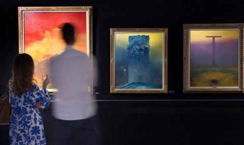 """Wystawa Beksińskiego w stolicy. """"Średnia cena sprzedaży obrazu to 300–500 tys. zł"""""""