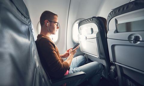 W USA zakaz używania telefonów komórkowych podczas lotu pozostaje w mocy