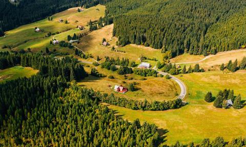 Karkonosze, Bieszczady, Tatry i Mazury przyciągają tłumy turystów