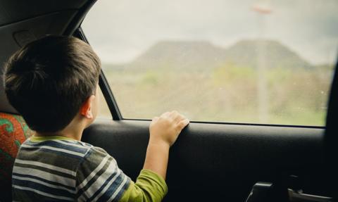 Amerykanin ukradł samochód z 4-latkiem w środku; wrócił i nakrzyczał na matkę chłopca
