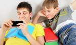 Francja rozważa możliwość ograniczeń dla uczniów w używaniu telefonów komórkowych