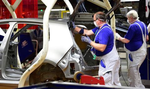 EuroPMI: przemysł się trzyma, usługi się zwijają