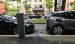 Przy oddziałach ZUS staną stacje ładowania aut elektrycznych