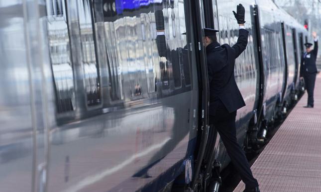Unia chce większych odszkodowań za opóźnienia na kolei