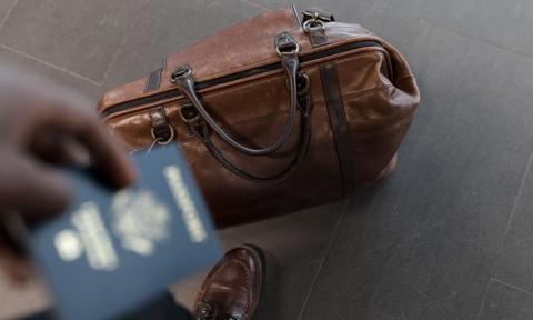 Prawie połowa Polaków popiera pomysł paszportów dla zaszczepionych [Sondaż]