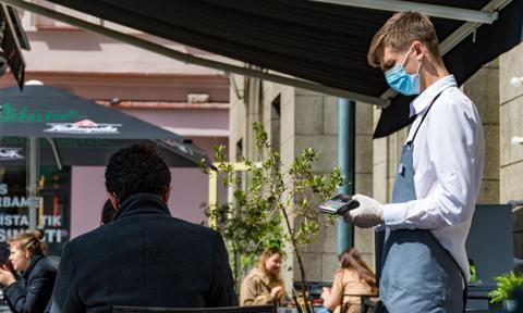 """""""Codziennie impreza"""". Holendrzy zachęcają do pracy w hotelach i restauracjach"""