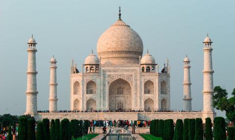 Indie łapią oddech i łagodzą restrykcje. Tadż Mahal ponownie otwarty