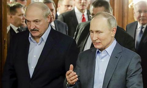 Eksperci: Łukaszenka ograł Putina, a może Kreml gra na czas?