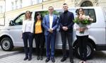 Premier przekazał rodzicom sześcioraczków z Krakowa kluczyki do samochodu