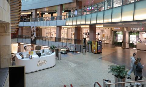 Galerie handlowe odwiedza mniej osób niż przed lockdownem