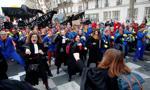 Manifestacja prawników i adwokatów na ulicach Paryża