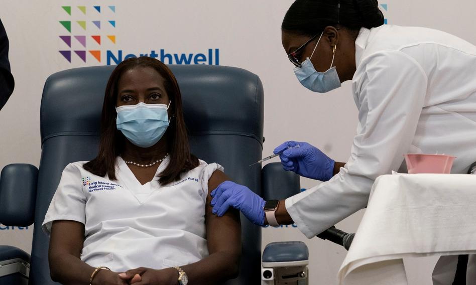 Pielęgniarka z Nowego Jorku pierwszą osobą w USA zaszczepioną przeciwko koronawirusowi