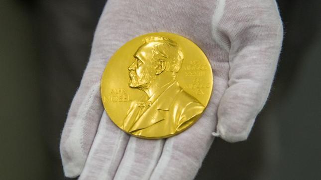 Nobel z fizyki przyznany za matematykę odmiennych stanów materii