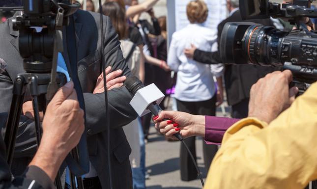 Dziennikarze mają w parlamentach dużą swobodę, ale obowiązują pewne ograniczenia