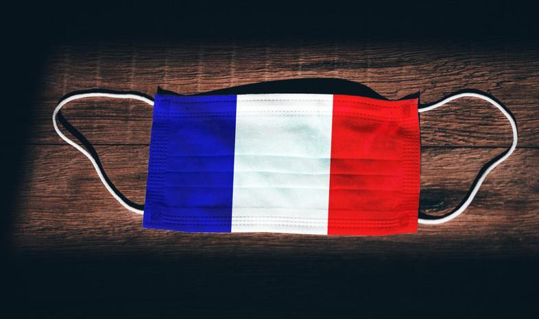 Francja ogłasza zniesienie godziny policyjnej i nakazu noszenia maseczek na zewnątrz