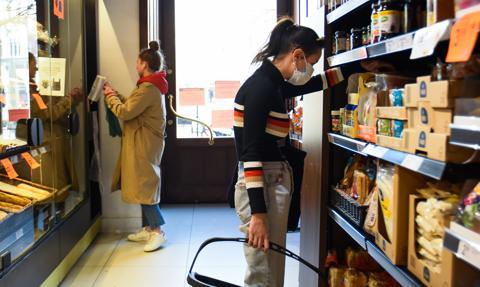 Do małych sklepów chodzimy rzadziej, ale wydajemy więcej
