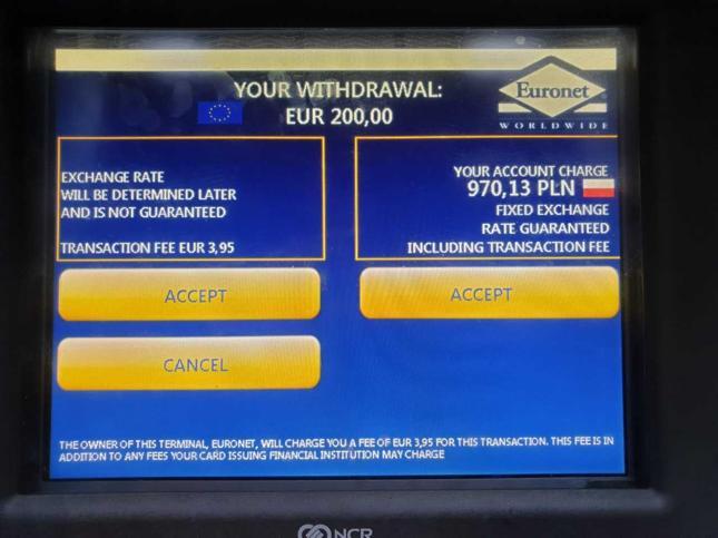 Wybór opcji DCC w bankomacie