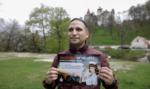 Covidowa turystyka. Zamek Drakuli w Transylwanii oferuje zwiedzającym szczepienia
