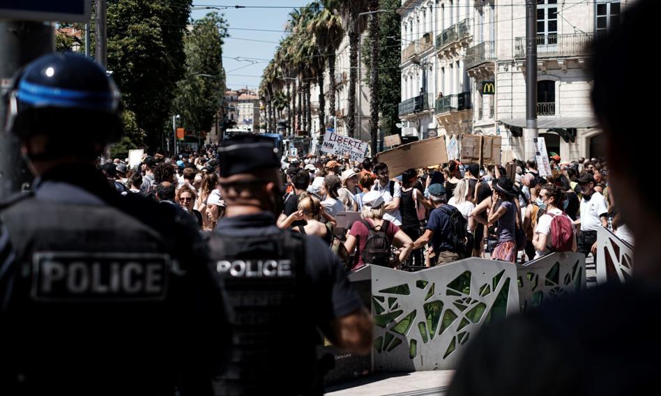 """Protesty we Francji przeciwko obowiązkowi szczepień. """"To początek drogi do dyktatury"""""""