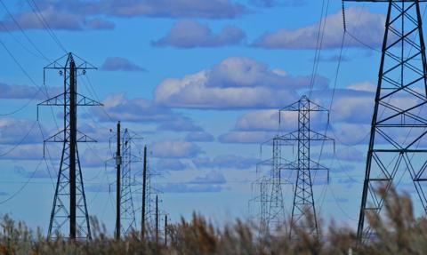 Średnia cena kontraktu na dostawy energii na TGE w XI wzrosła do 251,66 zł/MWh