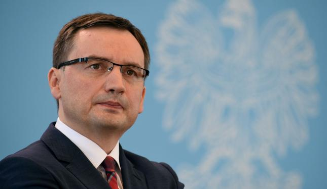 Nowa ustawa antylichwiarska mogłaby wprowadzić chaos na rynku. Na zdj. minister sprawiedliwości Zbigniew Ziobro