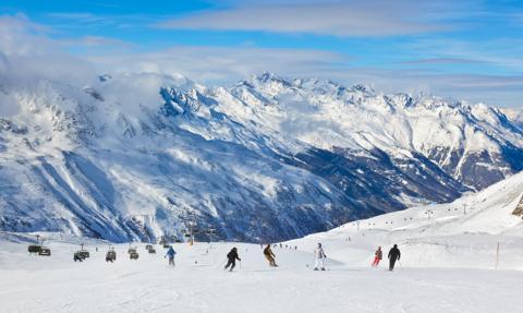 """Francuski rząd podejmie """"odstraszające środki"""", aby uniemożliwić wyjazdy na narty za granicę"""
