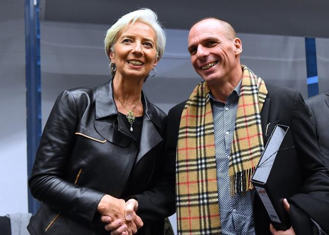 Dobra mina do złej gry. Grecki minister finansów Janis Warufakis i szefowa MFW Christina Lagarde. Warufakis poprosił MFW o wakacje kredytowe. Lagarde odmówiła.