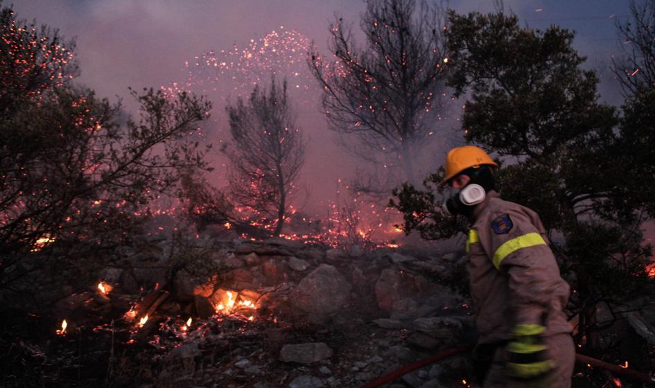 Strażacy walczą z pożarami w Grecji