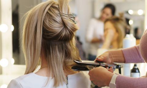 Do 38 mln zł wzrosły długi branży kosmetycznej i fryzjerskiej