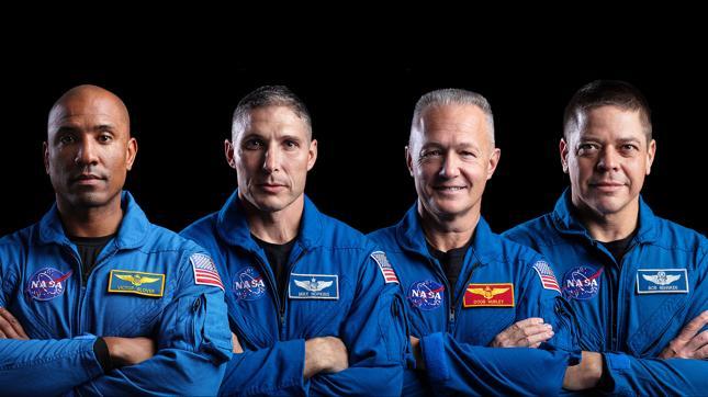 Załoga Dragona, która zabierze kosmicznych turystów do gwiazd. Od lewej:  Victor Glover, Mike Hopkins, Doug Hurley and Bob Behnken