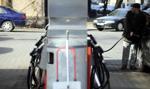 Rząd znów podnosi opłatę paliwową
