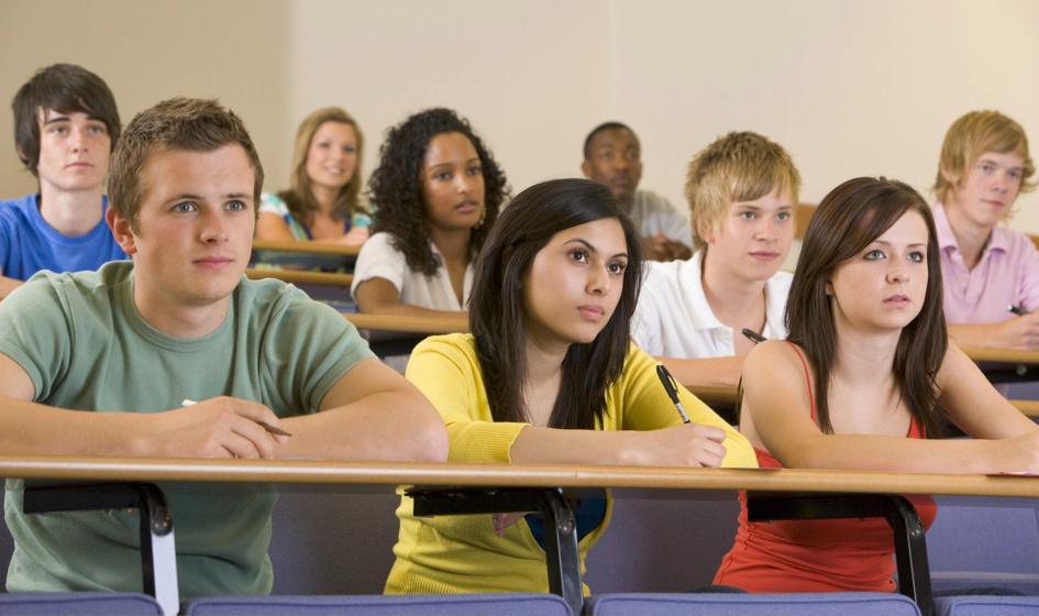 Młodzież studiuje, bo zmuszają ją do tego rodzice