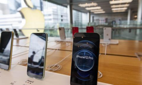 Apple ma zapłacić karę za brak ładowarek w zestawie iPhone'a