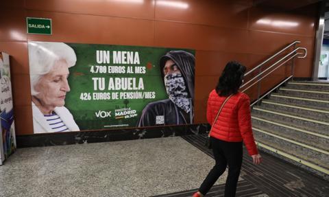 Hiszpańska partia Vox oskarżona o szerzenie nienawiści do nieletnich imigrantów