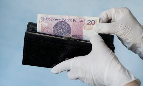 Ponad 60 proc. Polaków ma obecnie tyle samo lub więcej pieniędzy niż przed pandemią