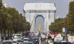 Opakowano paryski Łuk Triumfalny. Koszt? 14 mln euro